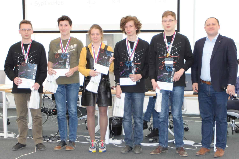 В субботу 27 апреля в Сколковском институте науки и технологий завершился шестой и последний из финалов студенческого трека Олимпиады НТИ. В течение четырех суток (и это не преувеличение!) шесть команд…