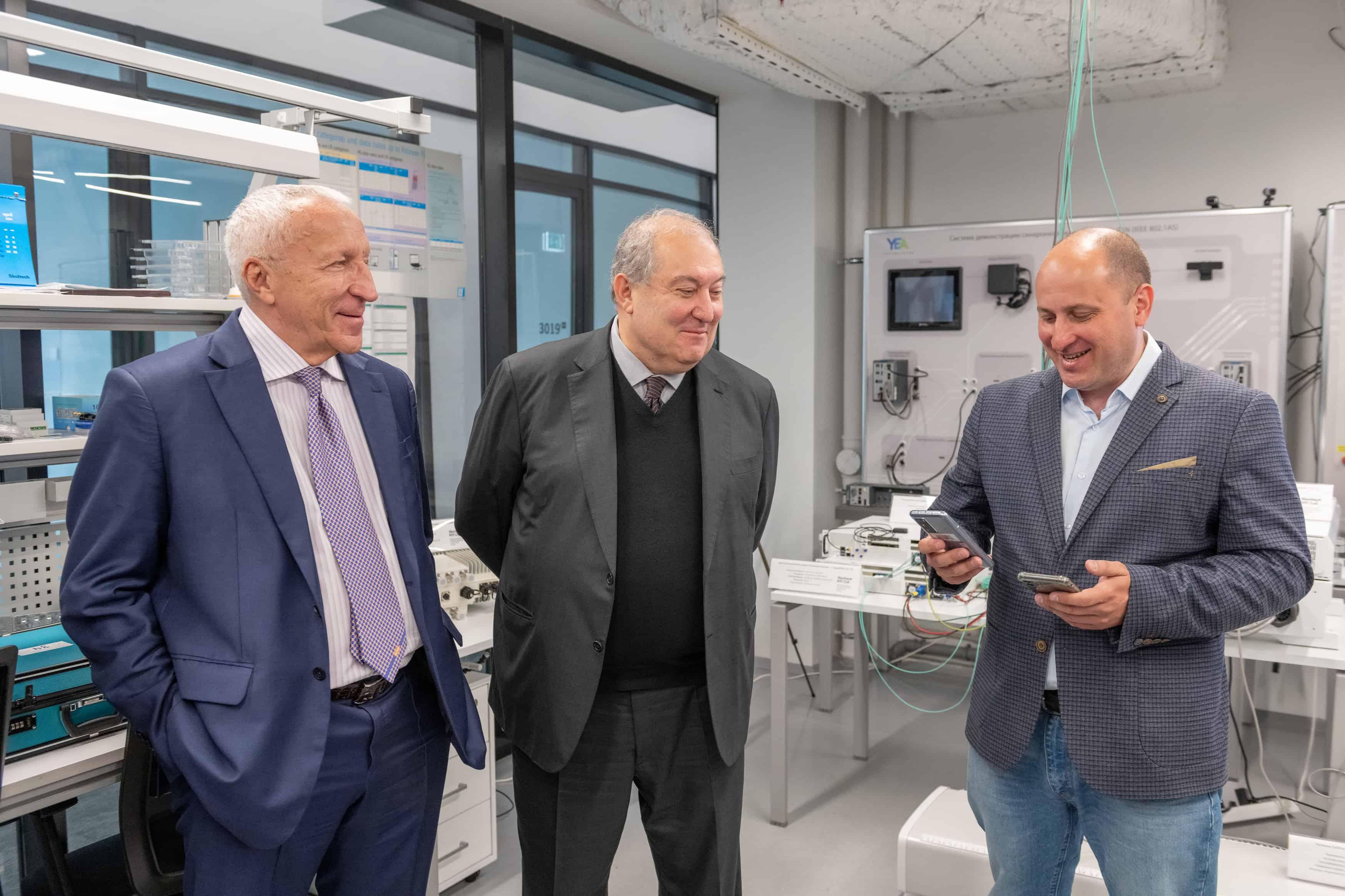 12 мая 2021 года Сколтех посетил Армен Саркисян, президент Республики Армения. Дмитрий Лаконцев, руководитель Центра компетенций НТИ по технологиям беспроводной связи и интернета вещей (ЦК НТИ) рассказал гостю о разработках…